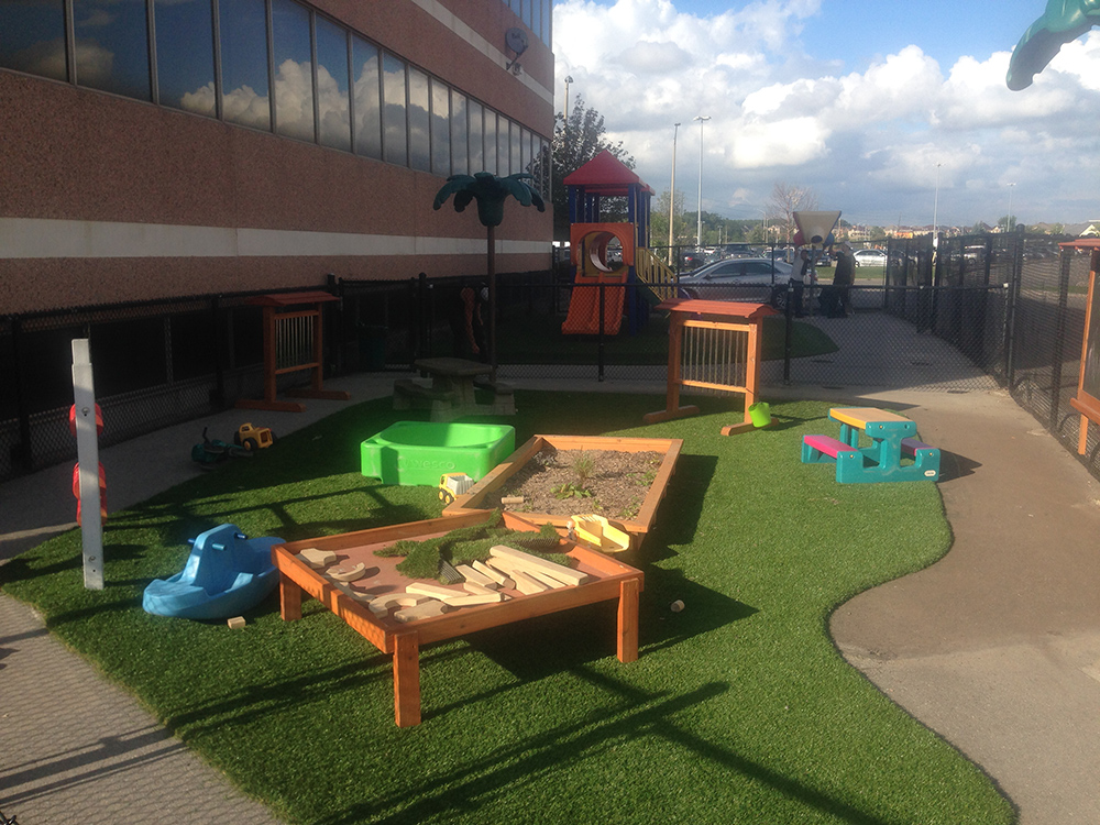 DAYCARE-SAND-BOXES-+-ARTIFICIAL-GRASS