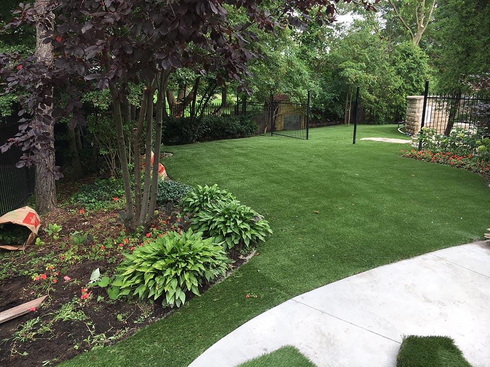 nice yard-Kleinburg 1